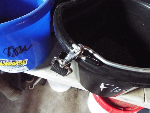 feed bucket clasp